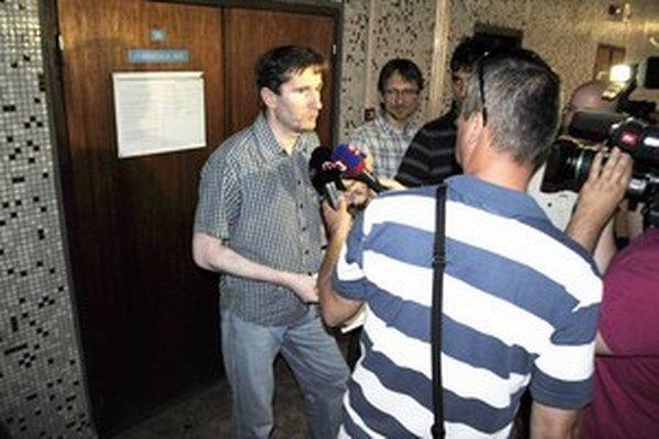 Oto Žarnay na pondelkovom súde. Samospráve prekážal záujem médií o kauzu.