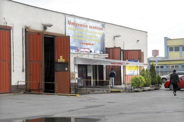 Umyvárka na Bardejovskej. V jej objekte vznikla fotka. Naftu tam fasujú kvôli wapke.
