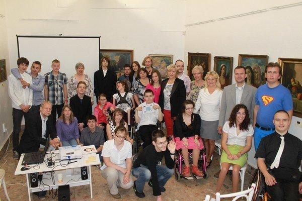 Vydarená spolupráca. Slovenské a nemecké deti vytvorili učebnú pomôcku.