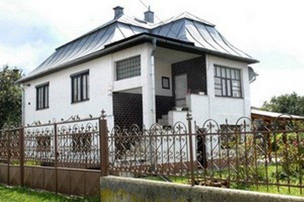 Dom na Edisonovej. Pred jeho dverami sa žena stala obeťou vlastného psa.