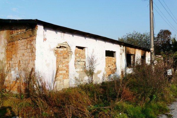 Tu horelo. Záhadou je, prečo niekto podpaľuje opustené domy.