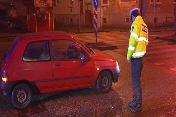 Polícia zistila, že evidenčné čísla tomuto autu nepatria.
