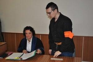 Ladislav s advokátkou. vo štvrtok sa v súdnej sieni dlho nezdržali.
