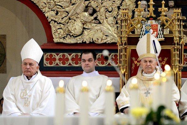 Svätá omša pri príležitosti životného jubilea kardinála Jozefa Tomka (vpravo) a arcibiskupa Mons. Alojza Tkáča (vľavo) v Dóme sv. Alžbety v Košiciach.