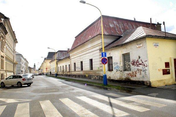 Bývalé kasárne na Bačíkovej. Za túto ich časť chce KSK 260 000 €.