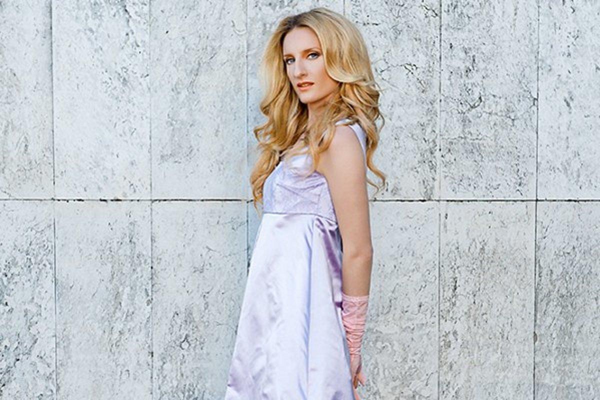 a7f78c47bce5 Adela Banášová nafotila letnú kolekciu Fera Mikloška - Žena SME