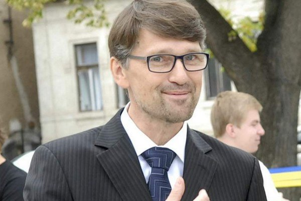 Minister kultúry Maďarič. Na obmedzení nevidí nič zlé.