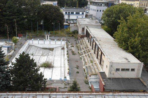 Schátraný areál. Čaká ho rekonštrukcia za milióny eur.