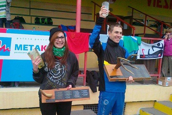 Víťazi hlavných kategórií. Michal Krajčík a Ľudmila Sokolová po ocenení s trofejami.
