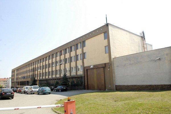 Väznica v Košiciach. Bývalý daniar bol dnu. Von ho dostali sťažnosti na zdravie a sudca.