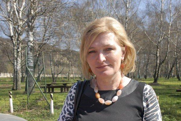 Anna Jenčová (Smer). Poslankyňou župy zostáva.