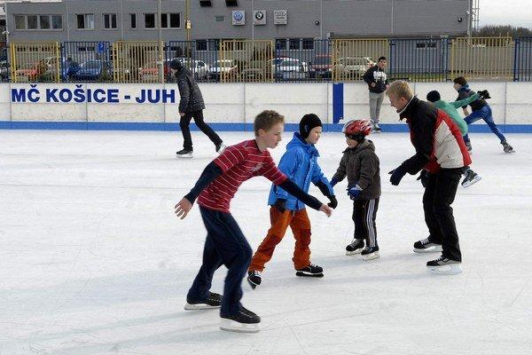 Zima sa blíži. A ľadové plochy sa zaplnia korčuliarmi.