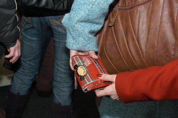 Ako to funguje. Na krádež peňaženky z otvorenej kabelky im stačí pár sekúnd, lup ide z ruky do ruky a už ho nikto nikdy nenájde.