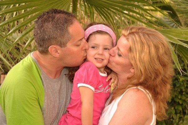 Robo Schwarcz s dcérou Julkou a manželkou Silviou. Cestovateľská rodina miluje more rovnako ako Slovensko.