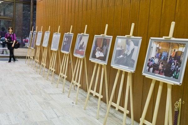 Výstavu fotografií z Ugandy otvorili na Úrade vlády SR.