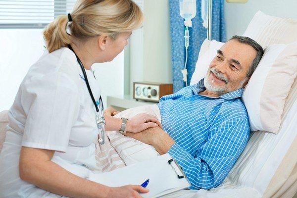 Pacienti v nemocnici. Dĺžku hospitalizácie ovplyvňuje medicínsky pokrok a platby od poisťovní.
