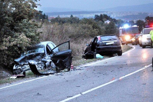 Tragédia pri Lorinčíku. Pri havárii zomreli dvaja ľudia.