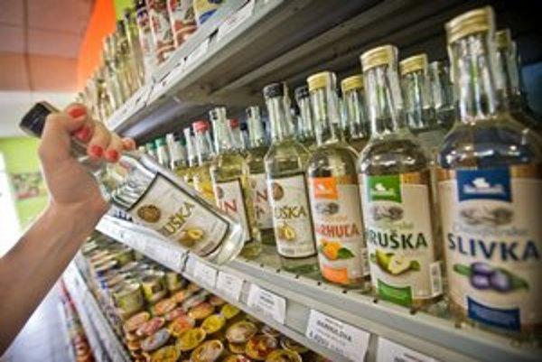 Nočný zákaz predaja alkoholu sa dotkne večierok a diskontov na území celého mesta.
