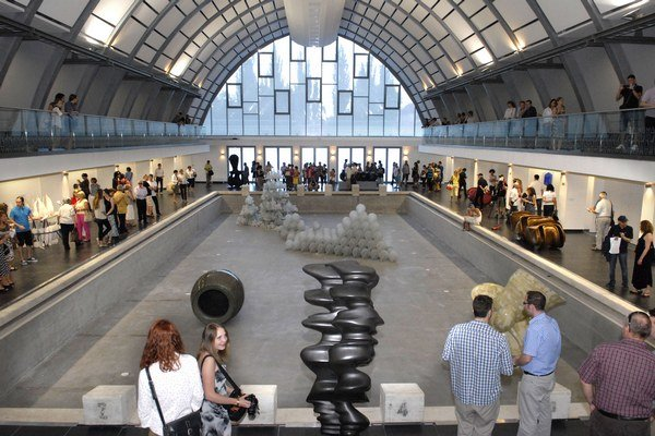 Umenie vo vynovenom priestore láka. Dva dni po otvorení sa však do Kunsthalle dostať nedalo.