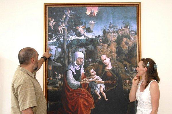Obraz Metercia. Otto Szabó vysvetľuje návštevníkom výjavy na ňom zobrazené.