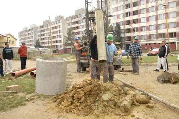 Studňa stála tritisíc eur, po 9 mesiacoch sa vyhodnocujú najnovšie rozbory vody.