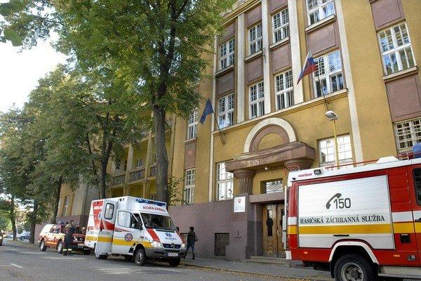 Na mieste zasahovali hasiči i záchranári.