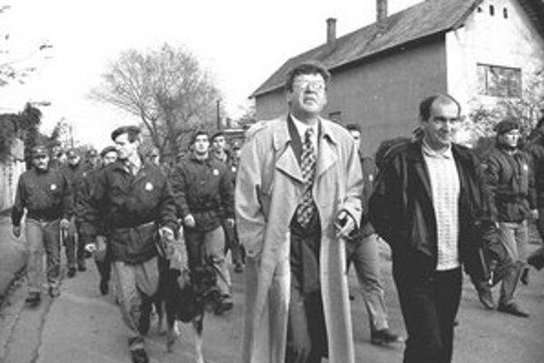 Pochod na Strelingstav – 1995. Policajti a radní išli robiť poriadky.