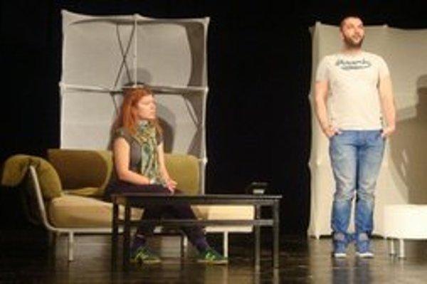 Helena Krajčiová a Viktor Horján. Helena si v predstavení zahrá psychologičku, Viktor jej pacienta.