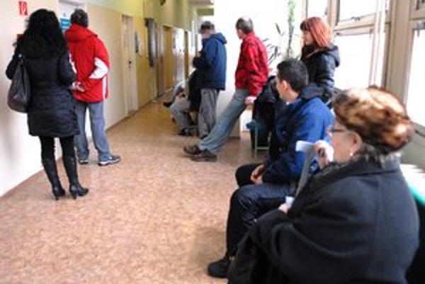 Plné čakárne. Ľudia teraz častejšie vyhľadávajú lekársku pomoc.