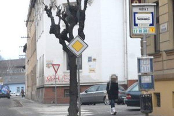 """Prostitútky. Možno ich zo Svätoplukovej či iných ulíc pomôže vyhnať """"manuál"""" Záhorákov z Holíča."""