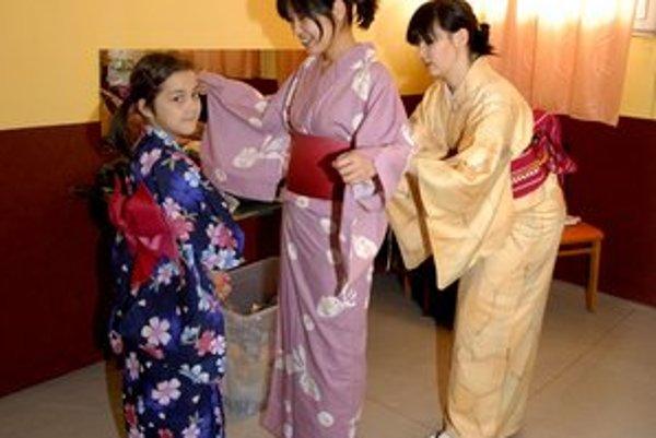Minori a Hidoko. Víkendová akcia im pripomenula rodné Japonsko.