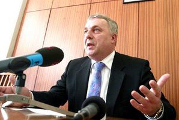 Bývalý minister vnútra Martin Pado je županským kandidátom modrých.