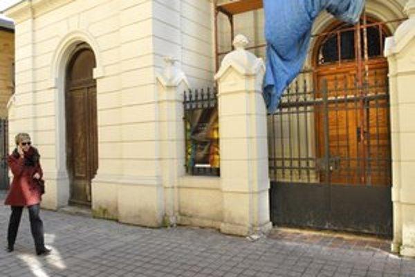 Nová brána synagógy.
