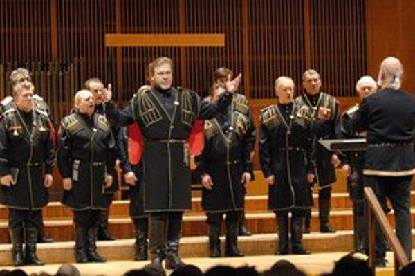 Veľký zbor donských kozákov. Počas dvojhodinového koncertu zaznelo dvadsaťdva piesní.