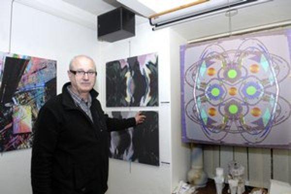 Syntéza troch umení. V. Vajs prepája Maľbu, fotografiu a grafiku.