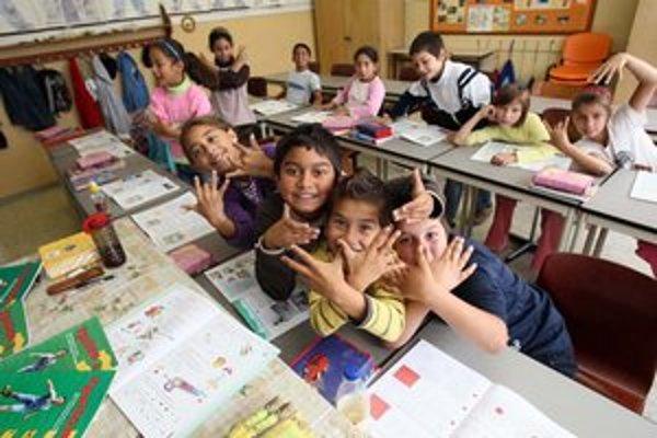 Rómskym deťom chcú priblížiť knihy.