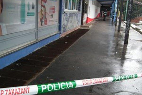 Na východnom Slovensku mali vykradnúť desať bankomatov. Banka hovorí až o trinástich poškodených bankomatoch.