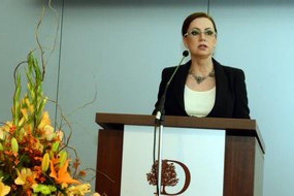 Ivetta Macejková počas príhovoru na medzinárodnej konferencii.
