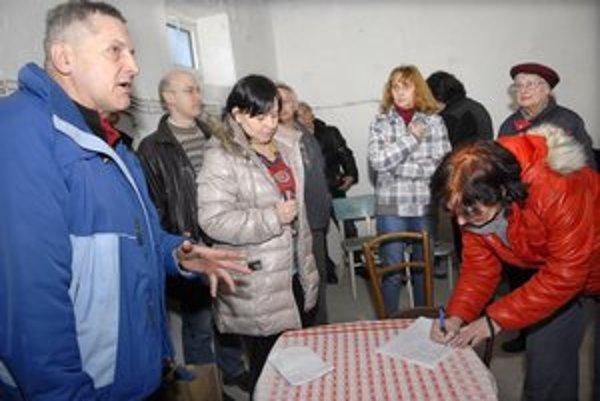 Stretnutie obyvateľov. Stavbu chcú stopnúť petíciou i námietkami v územnom konaní.