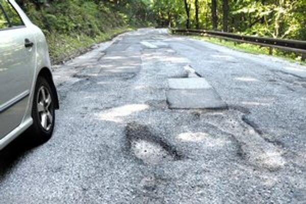 Motoristom strpčujú život takéto diery