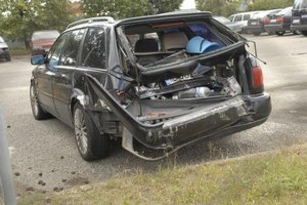 Zabudnuté audi. Kým vodič triezvel v policajnej cele, auto odtiahli na záchytné parkovisko.