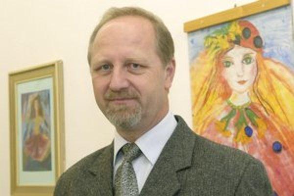 Riaditeľ ZŠ M. Lechkého Igor Šafran tvrdí, že na učiteľov každá vláda zabúda.