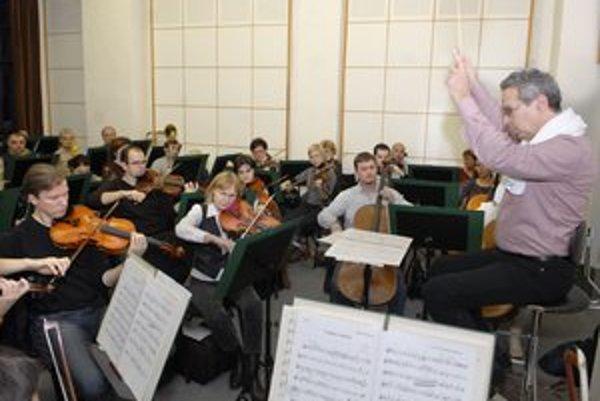 Štátna filharmónia Košice. Nedeľný koncert ozvláštni aj toto zoskupenie.