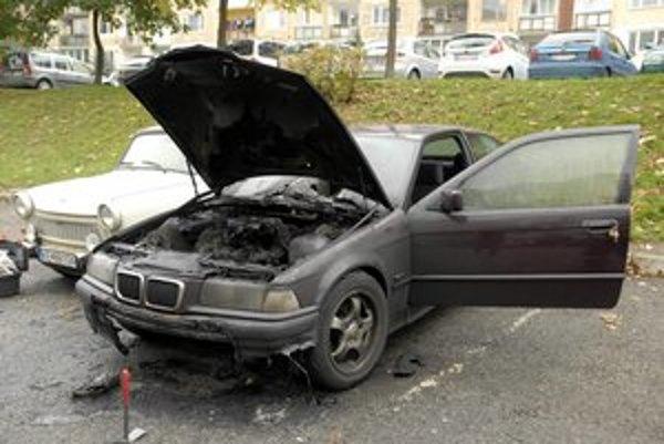 Majiteľ dá auto už len do šrotu, zostanú mu len disky.