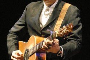 Tommy Emmanuel v akcii. Gitara je pre neho všetkým.