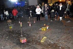 V dave ľudí, Pyrotechnika vtedy môže ublížiť.
