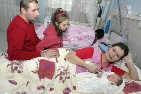 Šťastná rodinka. K dcérke pribudol syn.