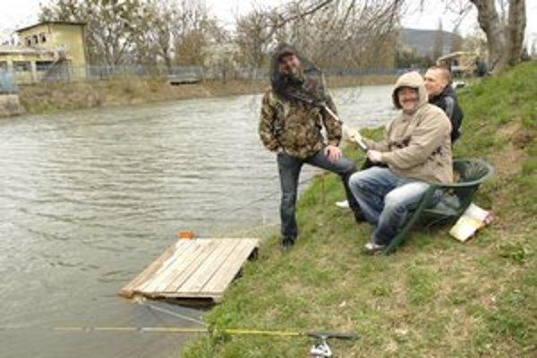Rybári si zalovili kapry na Aničke.
