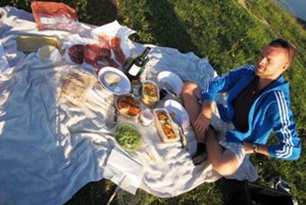 Neplánovaný piknik pod Mont Blancom.