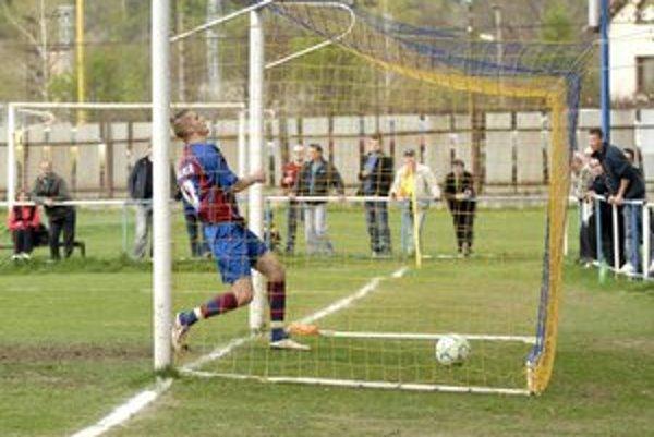 Radosť. Po góle Jozefa Majoroša sa ešte  tešilo V. Opátske, ale  napokon sa usmievala Barca.